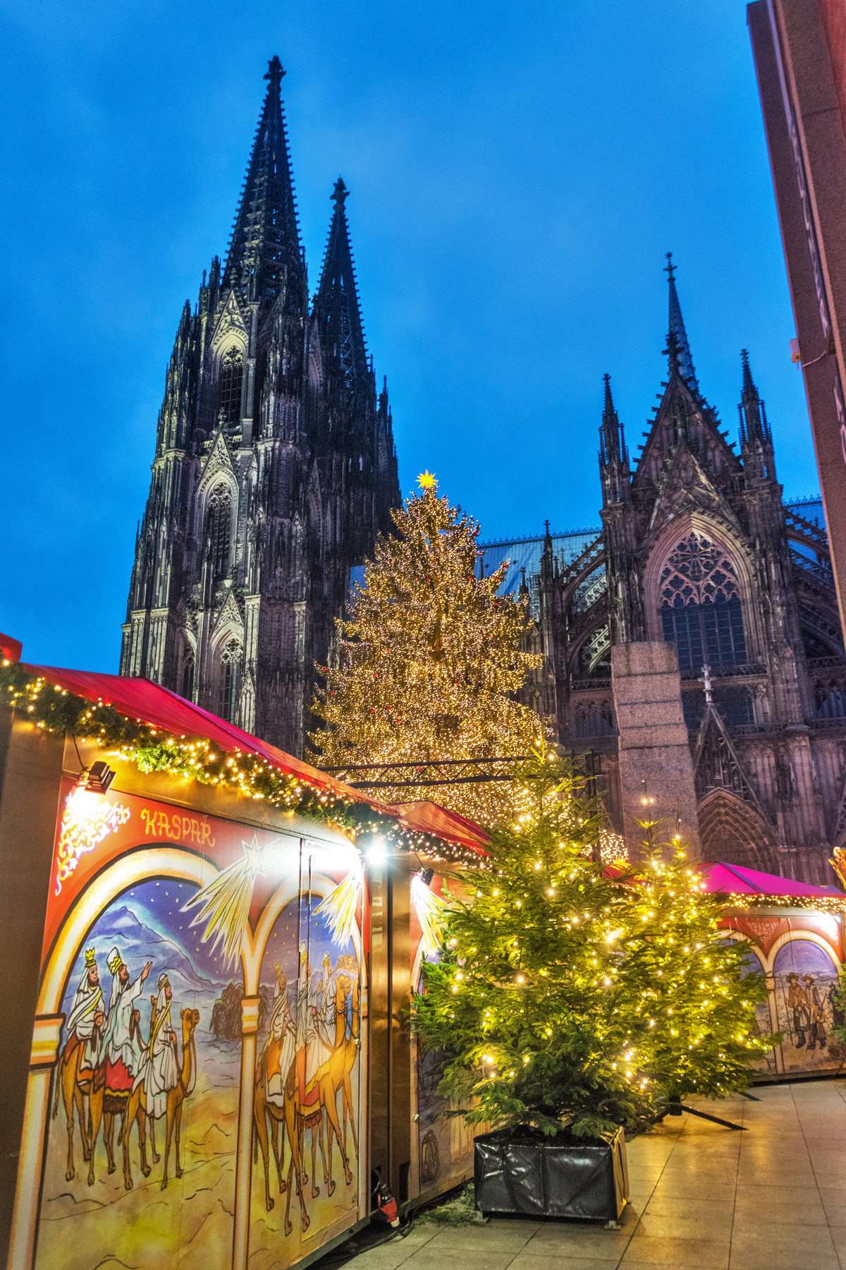 The Ancient Dom and the Modern Festival