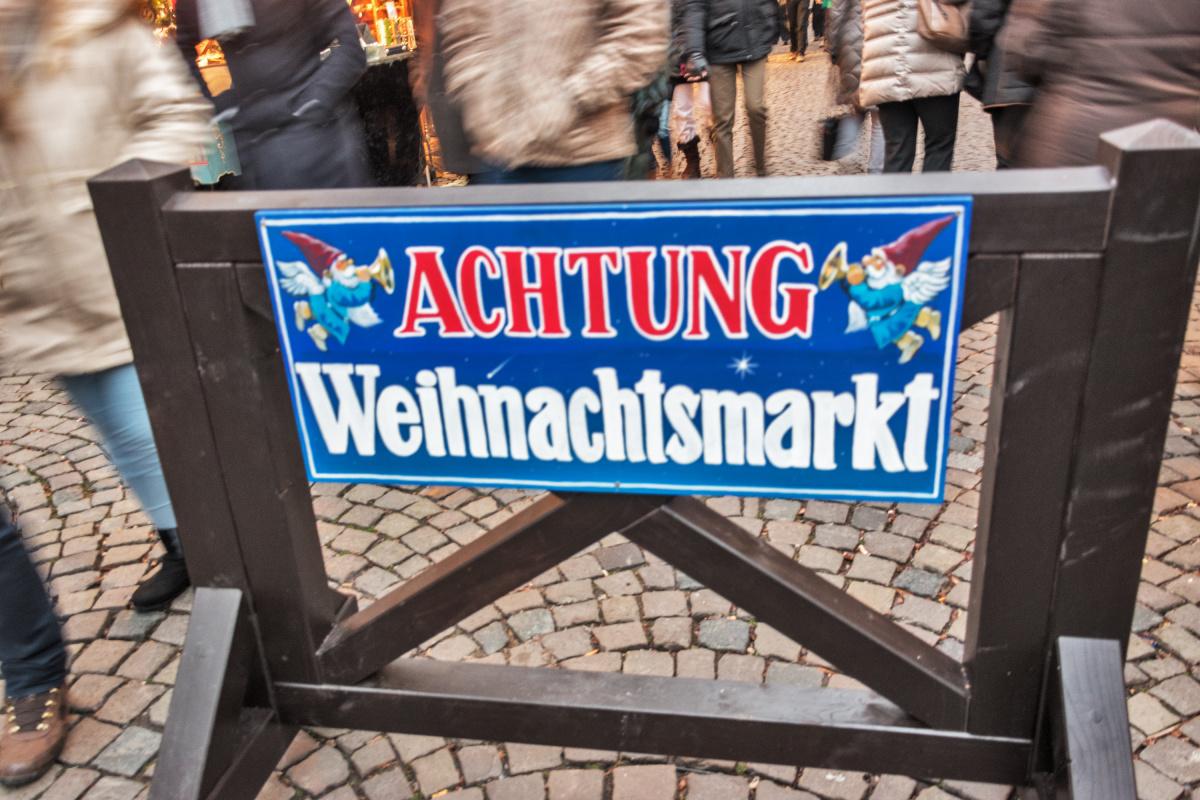 Achtung! Weinachtsmarkt!