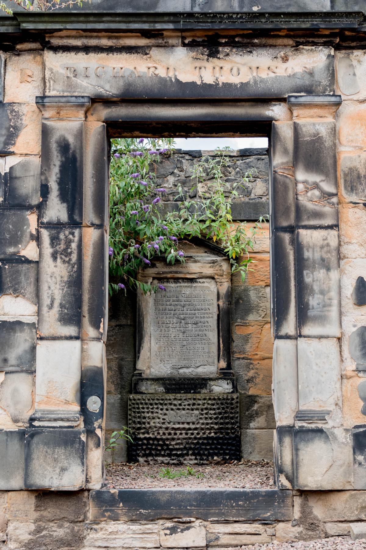 Richard Thomas Tomb -- Edinburgh